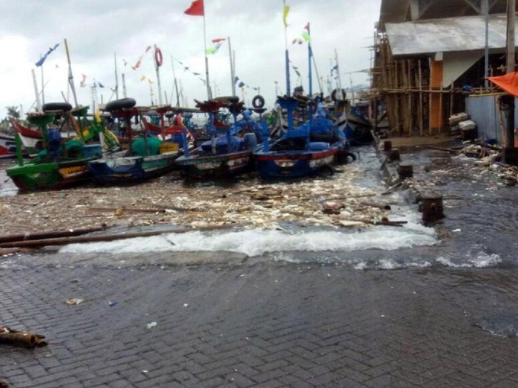 Pasca Ombak Tinggi, Perahu SAR Sukabumi Hilang