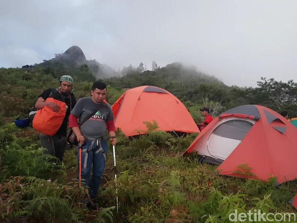 Kepuasan Atlet Difabel Gapai Puncak Gunung Sesean di Toraja