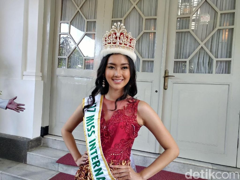 Guys, Miss International Kevin Liliana Cari Calon Pacar!