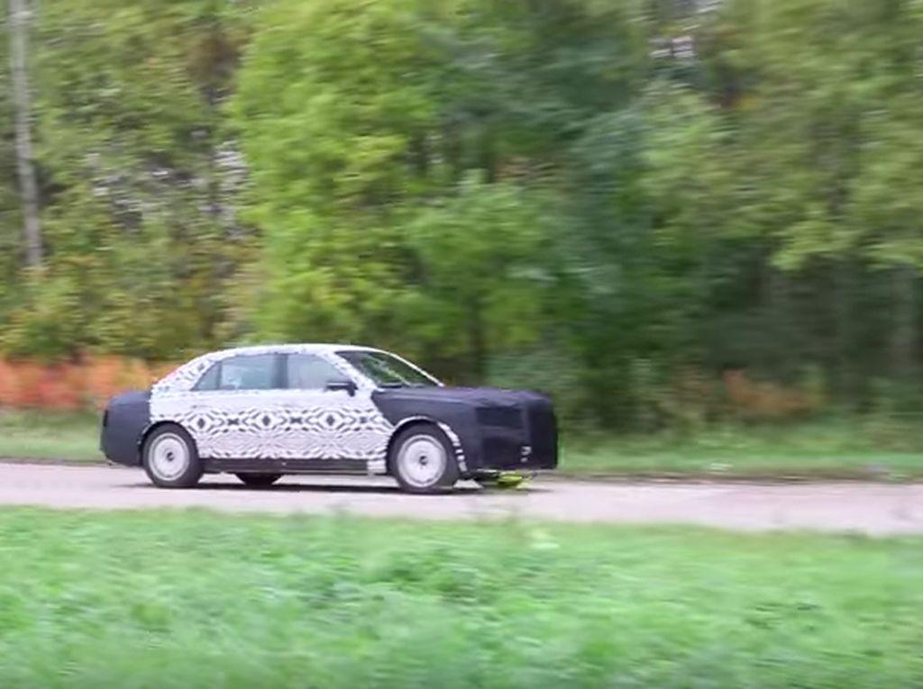 Mobil Buat Pejabat dan Orang Kaya Rusia, Pesaing Rolls-Royce