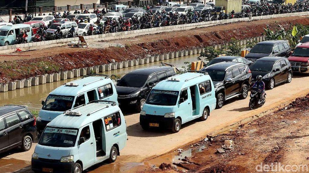 Foto: Macet di Proyek Tol Kalimalang, Jalur Neraka Menuju Jakarta