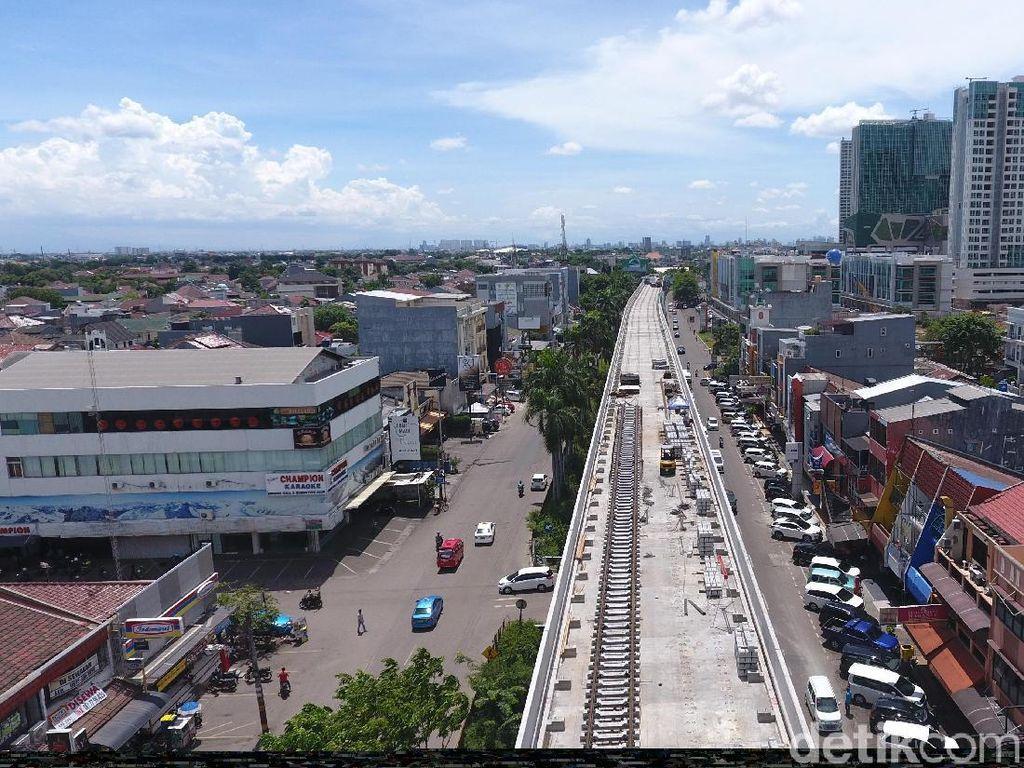 Rel LRT Jakarta Sudah Mulai Dipasang