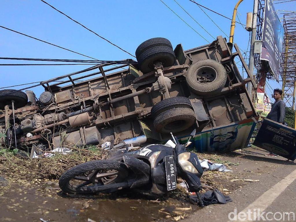 Pengendara Motor Tewas Terjepit Truk di Cirebon