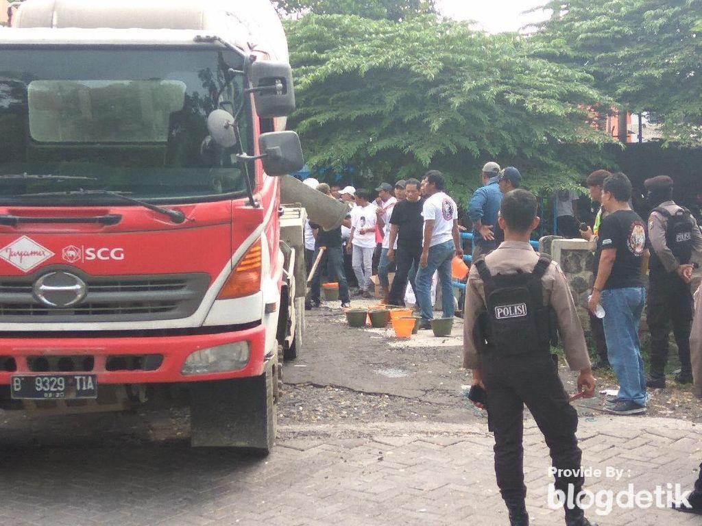 Warga Sidoarjo Protes Pembuangan Limbah Pabrik ke Sungai