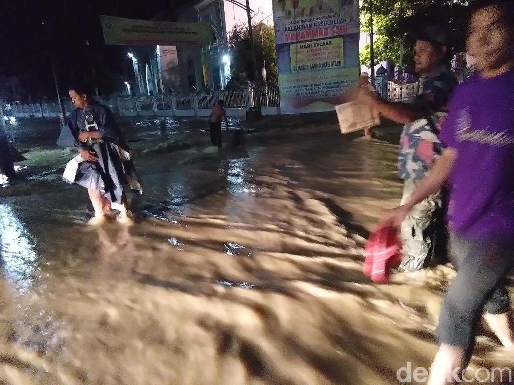 Banjir Sempat Rendam Jalan di Ibu Kota Aceh Utara Dini Hari