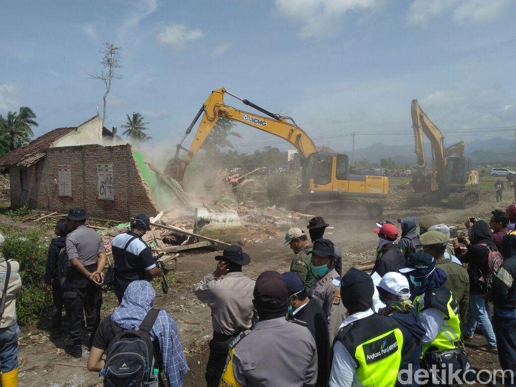Foto: Rumah Warga Dibongkar Paksa Efek Proyek Bandara Kulon Progo
