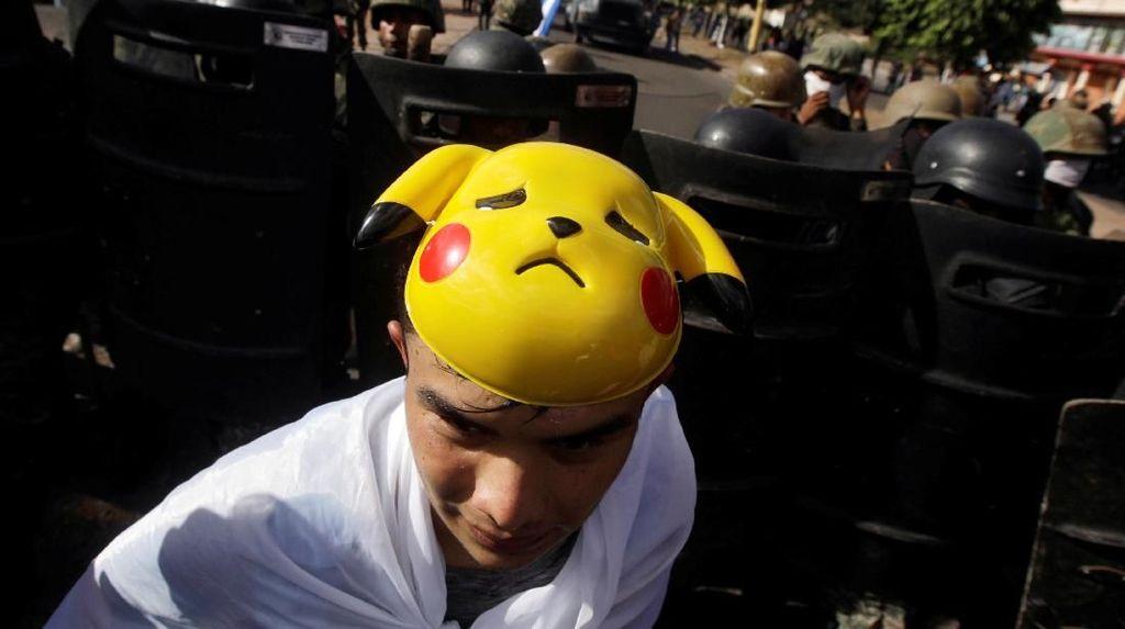 Ada Pikachu Saat Demo di Honduras