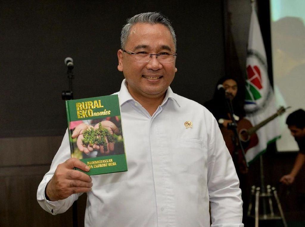 Mendes Tuangkan Ide Pembangunan Ekonomi Desa dalam Sebuah Buku