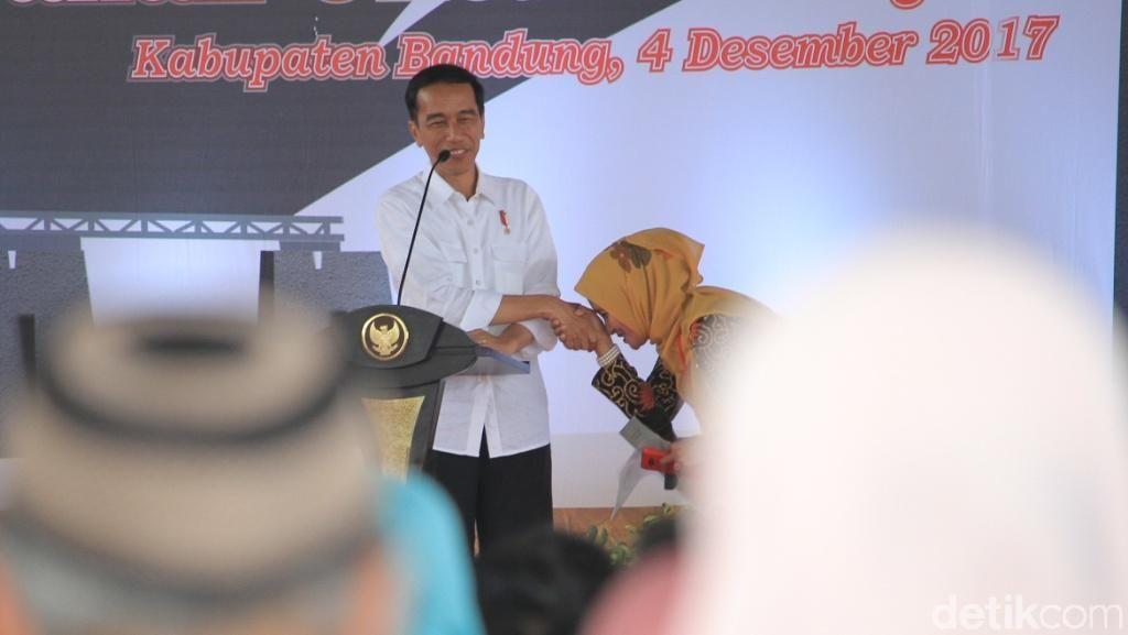 Jokowi Bakal Susuri Jalan Tol Soroja Pakai Bus Persib