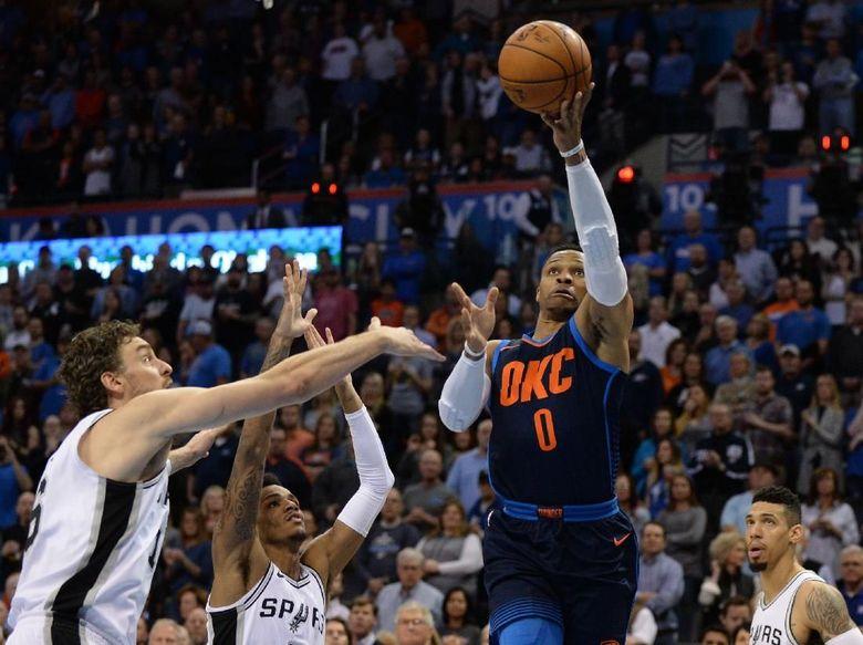 Triple-Double Westbrook Antar Thunder Kalahkan Spurs