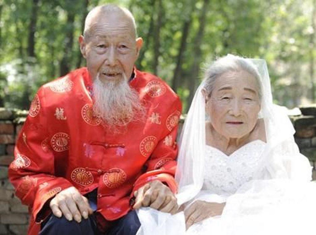 Kisah Romantis Pasangan yang Baru Foto Pernikahan Setelah 80 Tahun Menikah