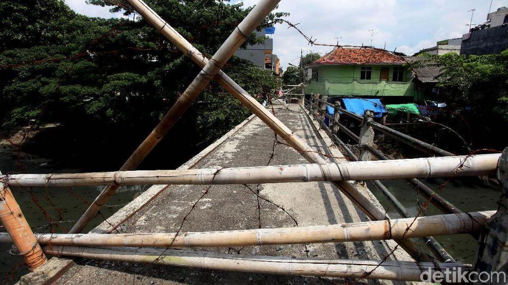 Kerap Jadi Lokasi Tawuran, JPO di Tambora Dipasang Kawat Berduri