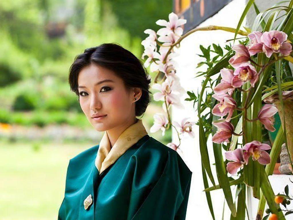 Foto: Pesona Kecantikan Jetsun Pema, Ratu Termuda Dunia