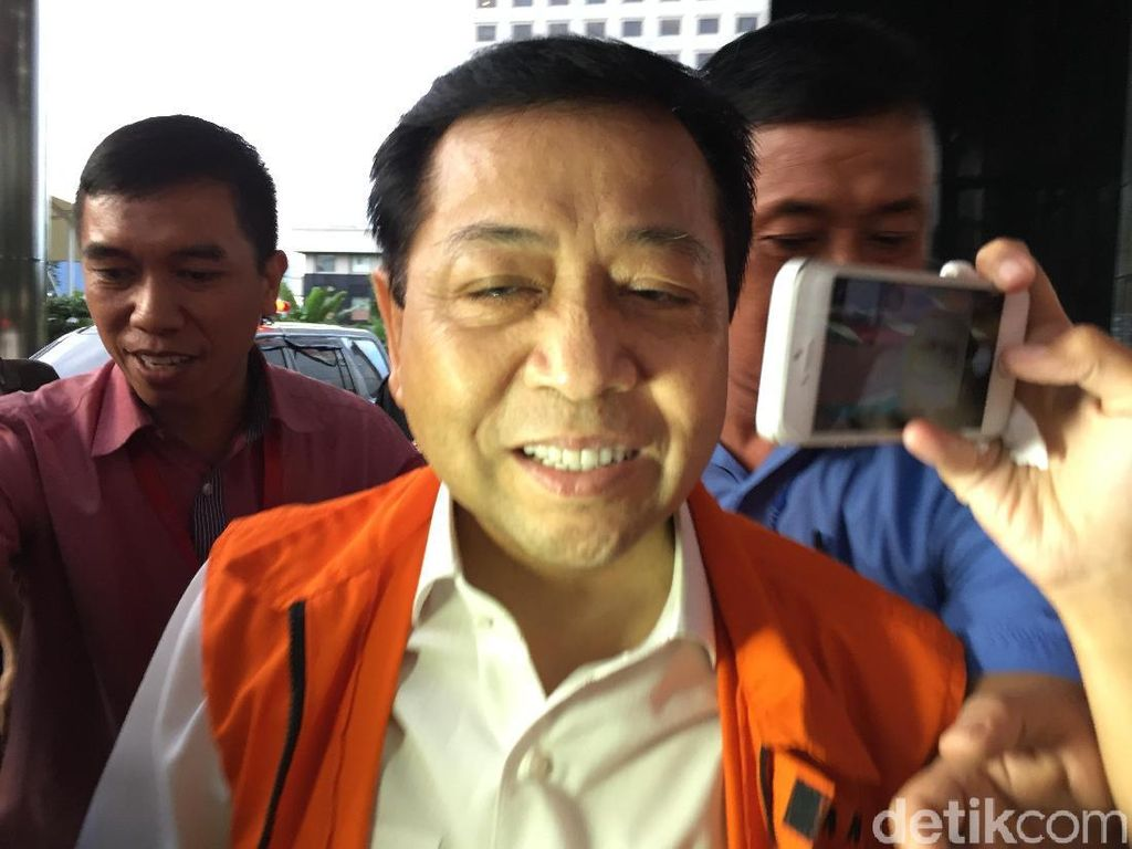 Foto: Senyum Langka Novanto Sejak Ditahan KPK