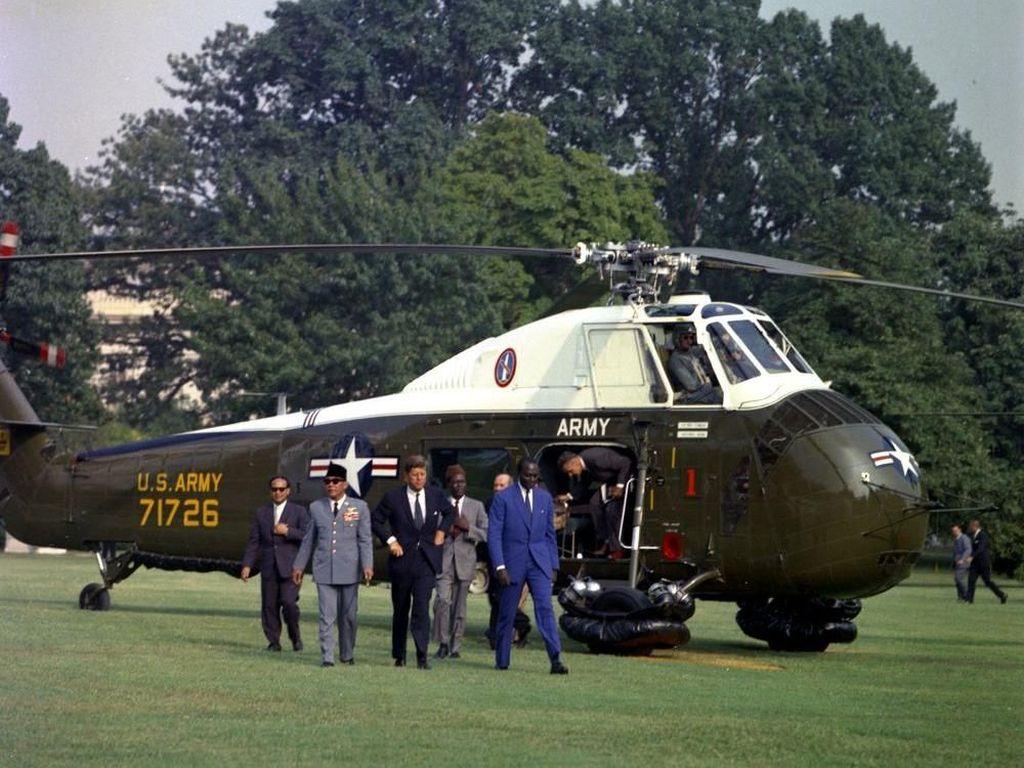 Kisah Bung Karno dan Capung Besi dari Kennedy