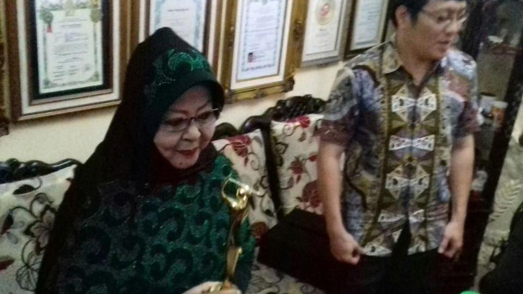 Terima AMI Award, Waldjinah Tak Menyangka