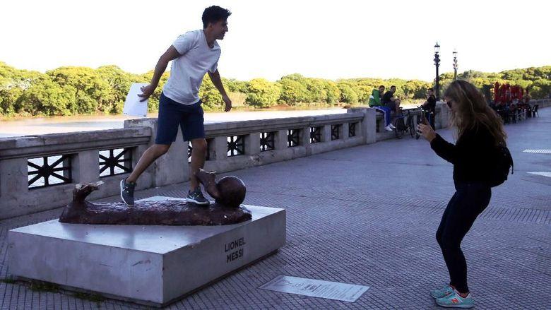 Mengenaskan, Begini Penampakan Patung Messi Sekarang