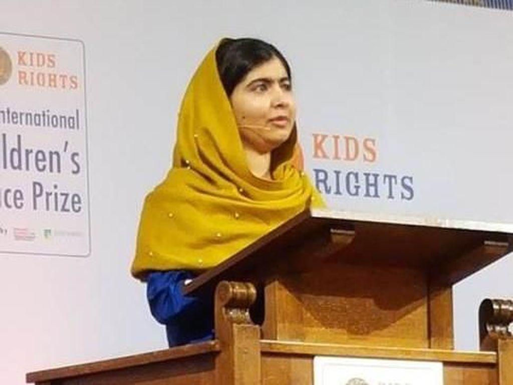 Korban Taliban Malala Yousafzai Raih Gelar Sarjana di Inggris