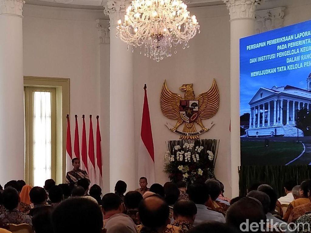 Jokowi Pimpin Rapat soal Bantuan Beras untuk 15 Juta Rakyat RI