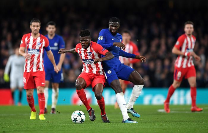 LONDON, ENGLAND - DECEMBER 05: Thomas Partey of Atletico Madrid is challenged by Tiemoue Bakayoko of Chelsea during the UEFA Champions League group C match between Chelsea FC and Atletico Madrid at Stamford Bridge on December 5, 2017 in London, United Kingdom.  (Photo by Shaun Botterill/Getty Images)