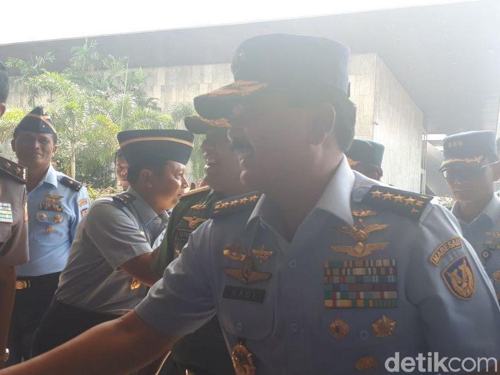 DPR Selesai Periksa Administrasi, Marsekal Hadi Sampaikan Visi Misi