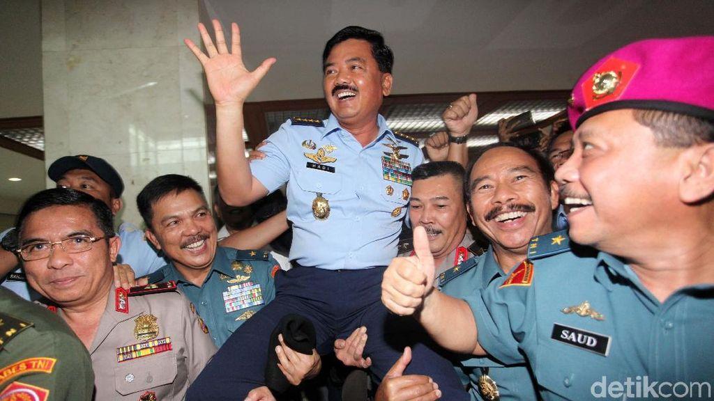 Foto: Marsekal Hadi Diarak Teman Seangkatan