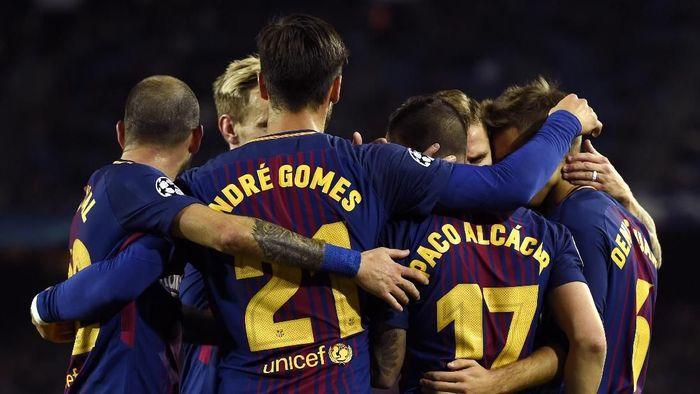 Barcelona mengukir rekor di Liga Champions usai lolos sebagai juara grup selama 11 musim beruntun (Foto: Alex Caparros/Getty Images)
