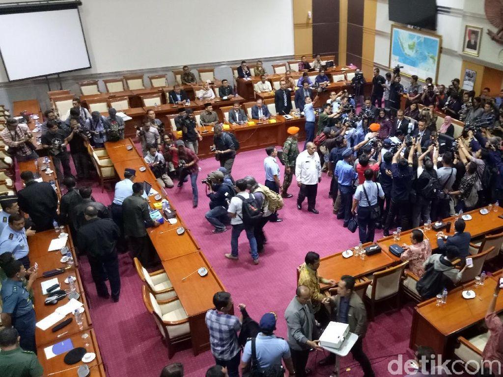 Uji Kepatutan Calon Panglima TNI Marsekal Hadi Dilanjutkan Tertutup