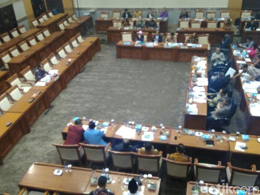 Tolak Uji Calon Hakim MK Arief Hidayat, F-Gerindra Walk Out