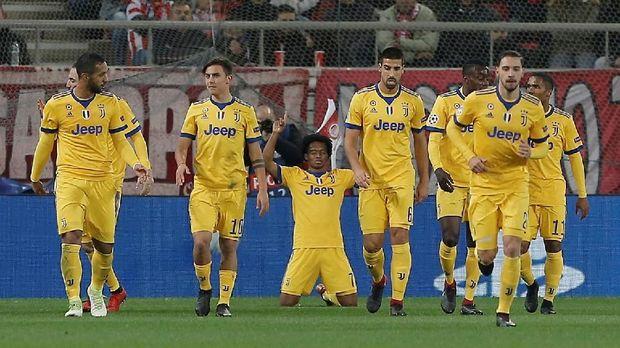 Juventus saat ini bersaing dengan Napoli di puncak klasemen Serie A.