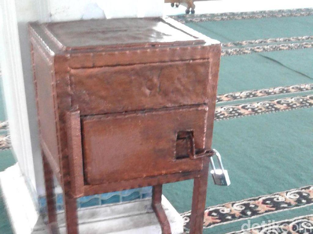Ini Kotak Amal Masjid di Mampang yang Dibobol Pria Berbaju Loreng