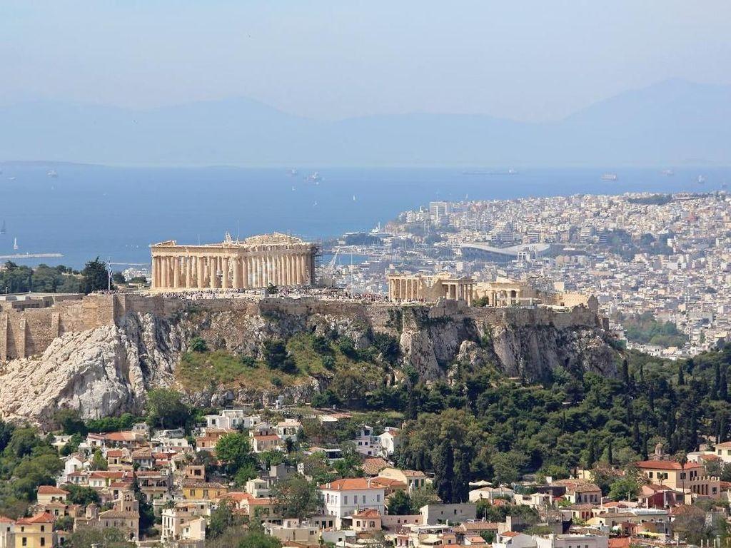 Kota di Yunani Ini Suka dengan Kedatangan Orang Asing