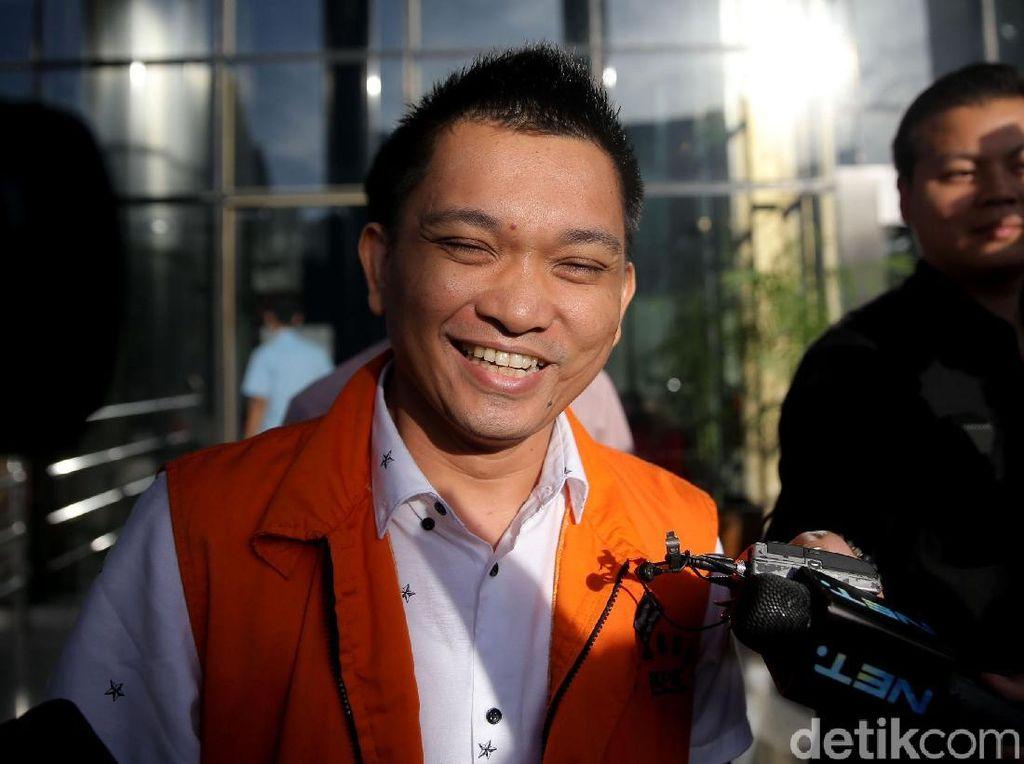 Kembali Diperiksa KPK, Aditya Moha Semringah Banget