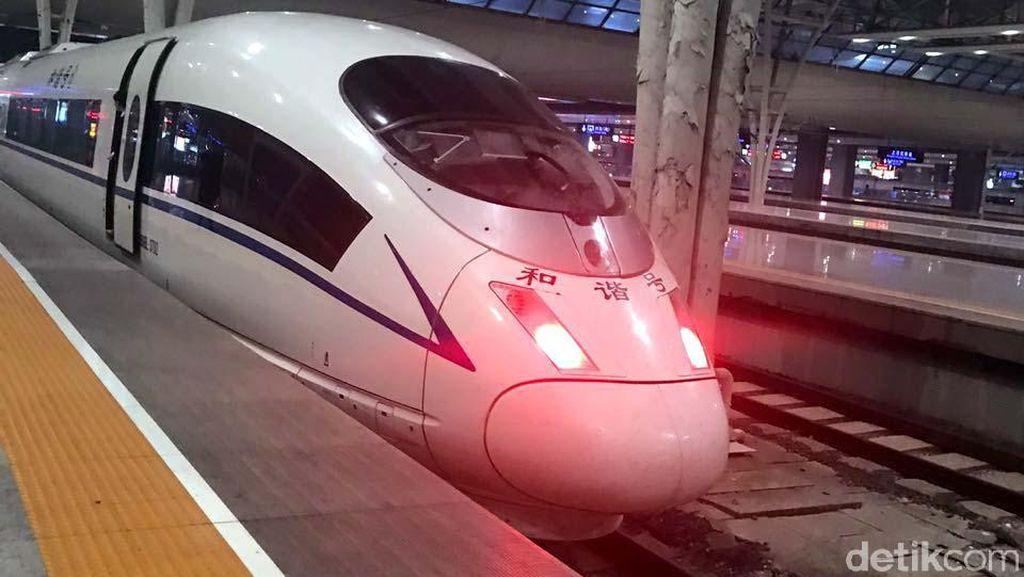 Wuss! Kereta Cepat di China Melesat 300 Km/Jam