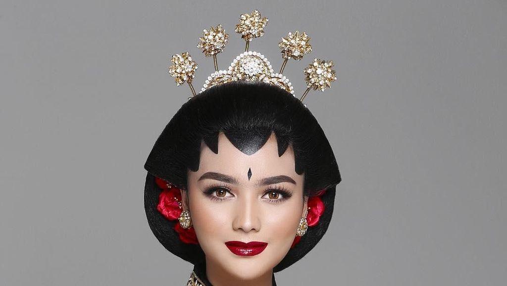 Foto: Citra Kirana Sang Calon Manten Makeup Manglingi Pakai Lipstik Merah