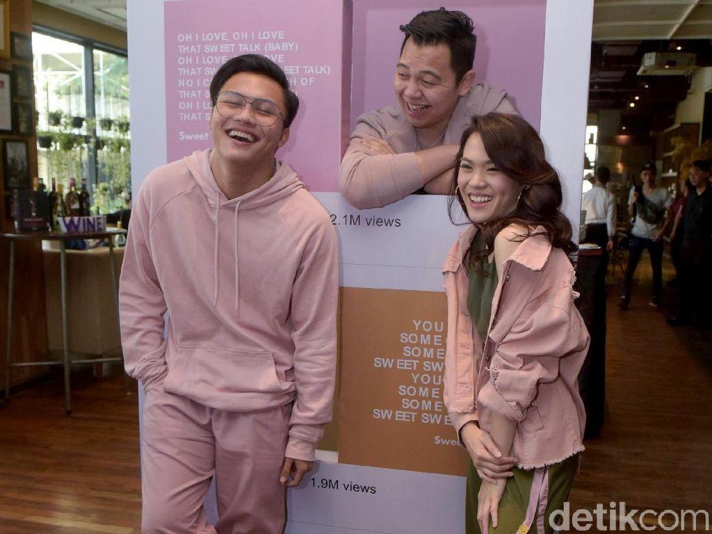 Rizky Febian dan Sheryl Sheinafia Kaget Sweet Talk Menang AMI Awards