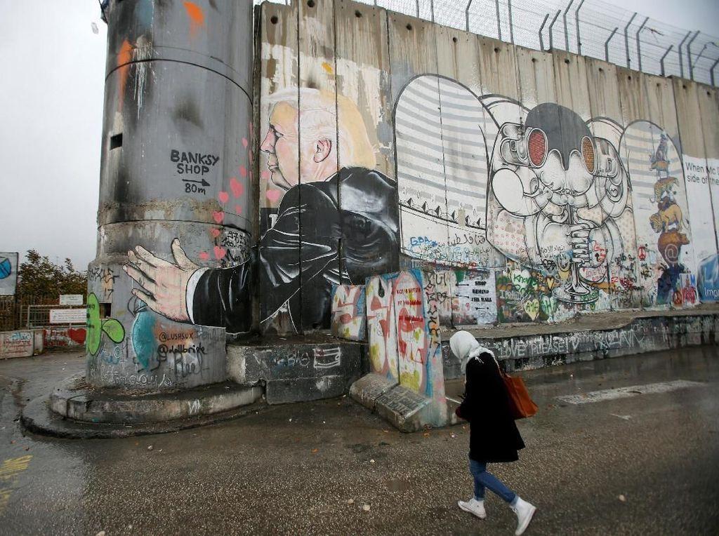 Foto: Mural Trump dan Netanyahu di Tepi Barat