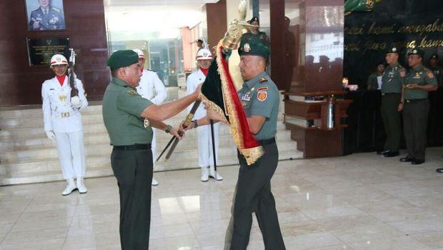 Letkol Inf M Asmi sebagai Komandan Batalyon (Danyon) Mandala Yudha yang pertama