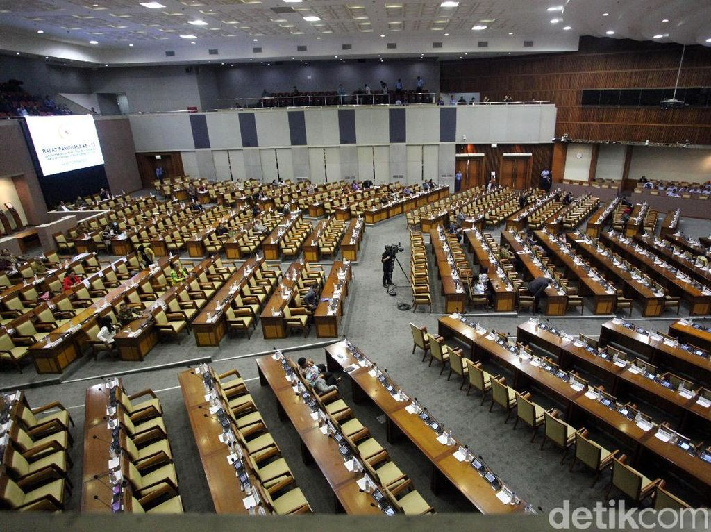 Paripurna Penutupan Masa Sidang, 239 Anggota DPR Absen
