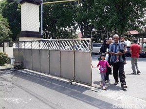 Polisi Tahan Kakek yang Tega Umpankan Cucu ke Monyet