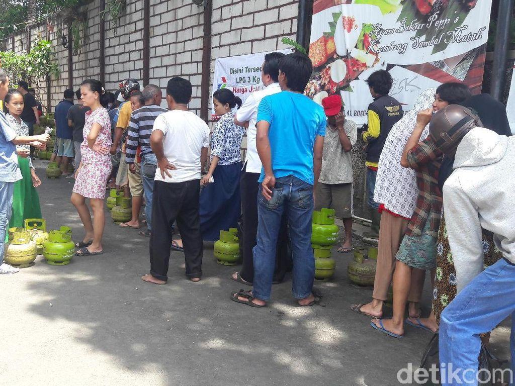 PNS Kota Bogor Ikut Antre Operasi Pasar Elpiji