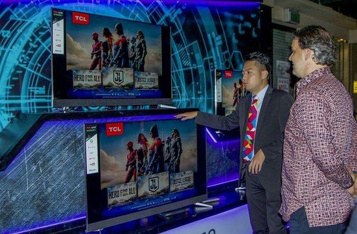 Televisi gres TCL. Foto: Muhamad Imron Rosyadi/inet