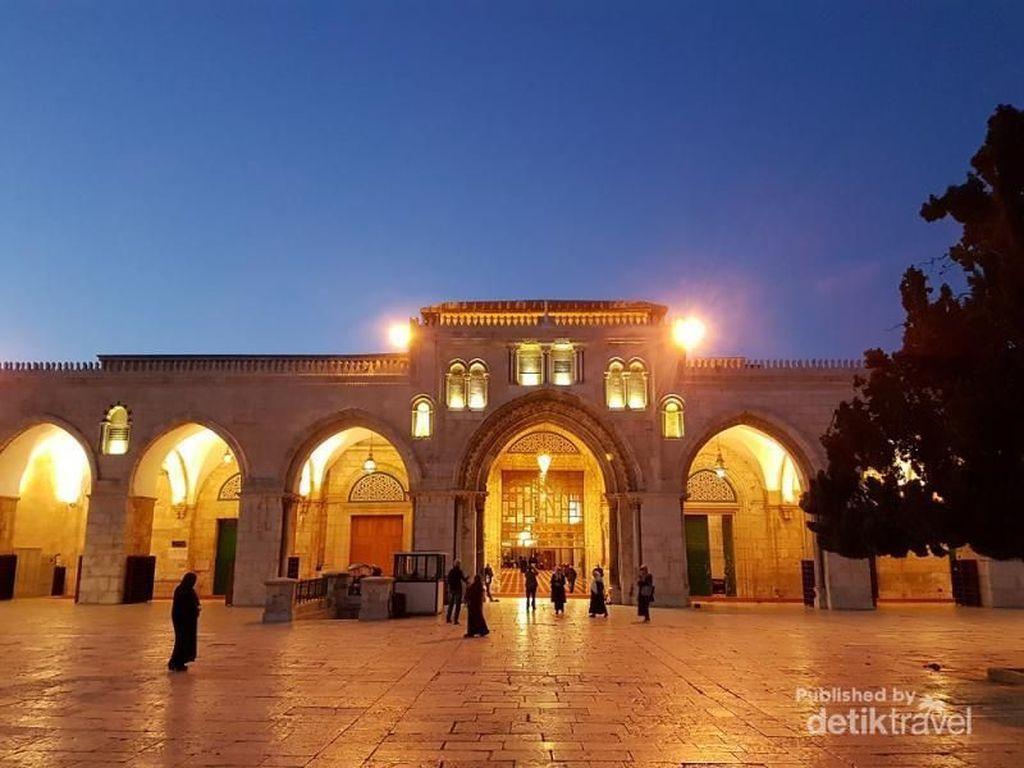 Main Api Penyebab Terbakarnya Kompleks Masjid Suci