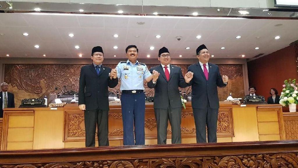 Senyum Marsekal Hadi dan Pimpinan DPR usai Pengesahan Panglima TNI