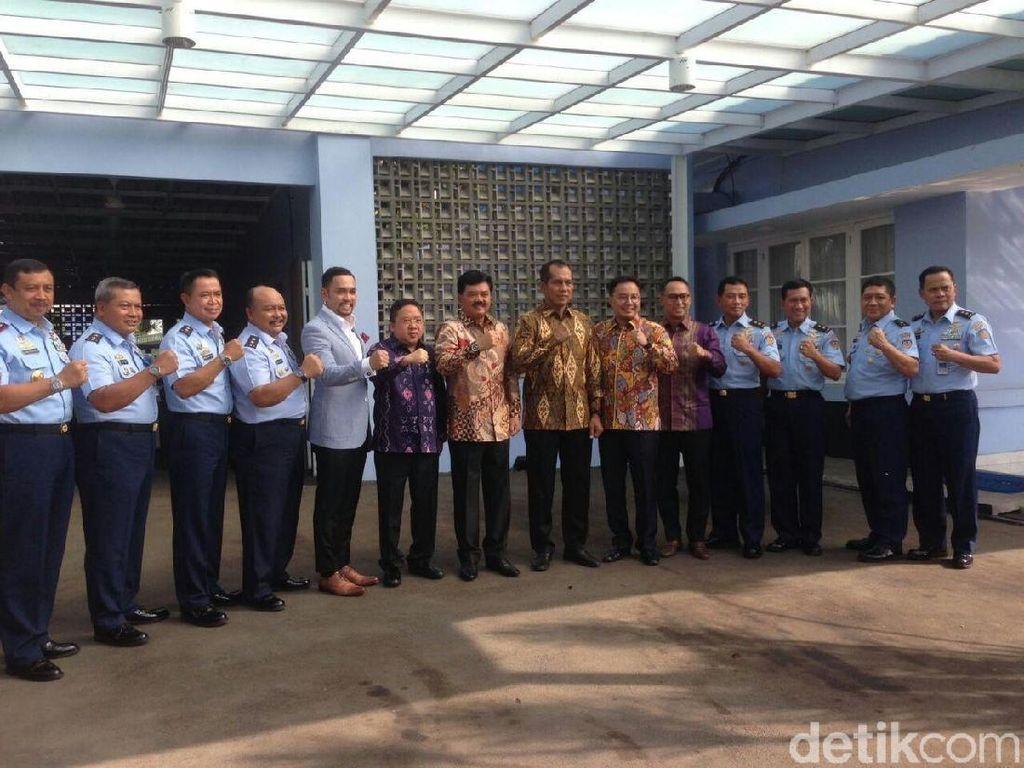 Akan Sarapan Bareng, Komisi I DPR Tiba di Rumah Marsekal Hadi