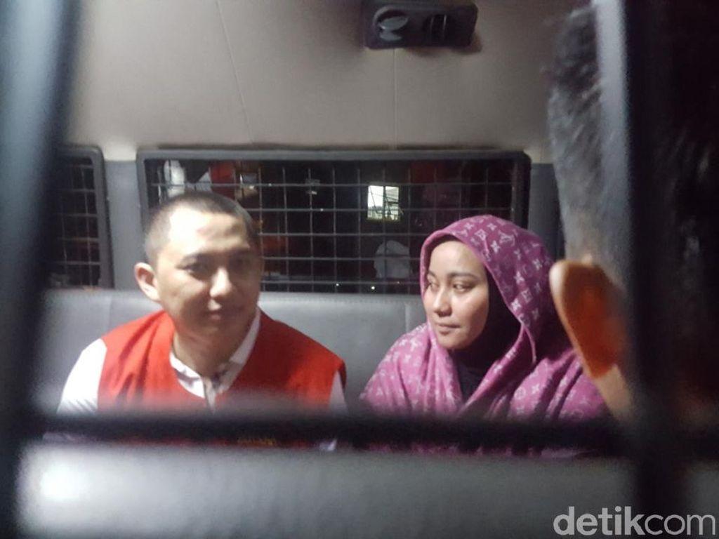 Saling Tatap Bos First Travel Anniesa-Andika di Mobil Tahanan