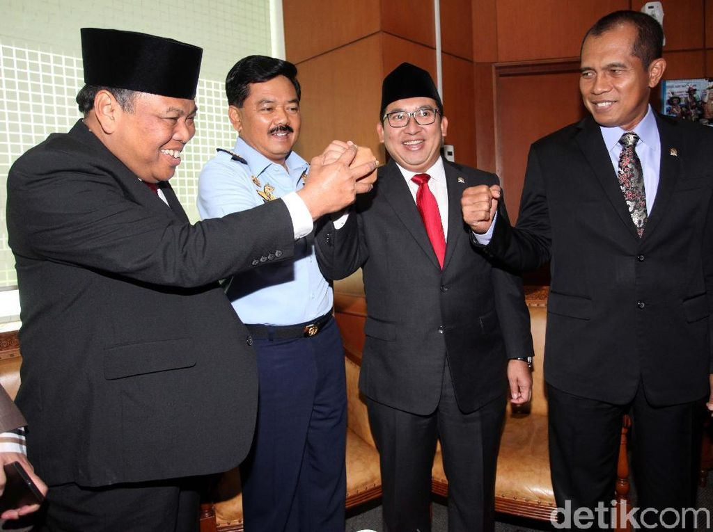 Fadli Zon Anggap Wajar Kedekatan Presiden Jokowi dan Marsekal Hadi
