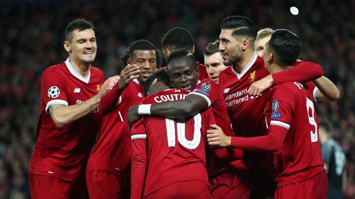 Coutinho saat merayakan gol dengan rekan-rekannya di Liverpool (Clive Brunskill/Getty Images)