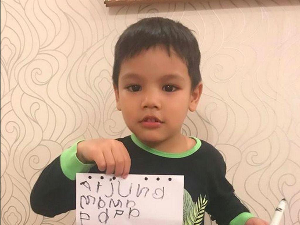 Tingkah Lucu Juna, Putra Titi Kamal yang Sekarang Jadi Kakak