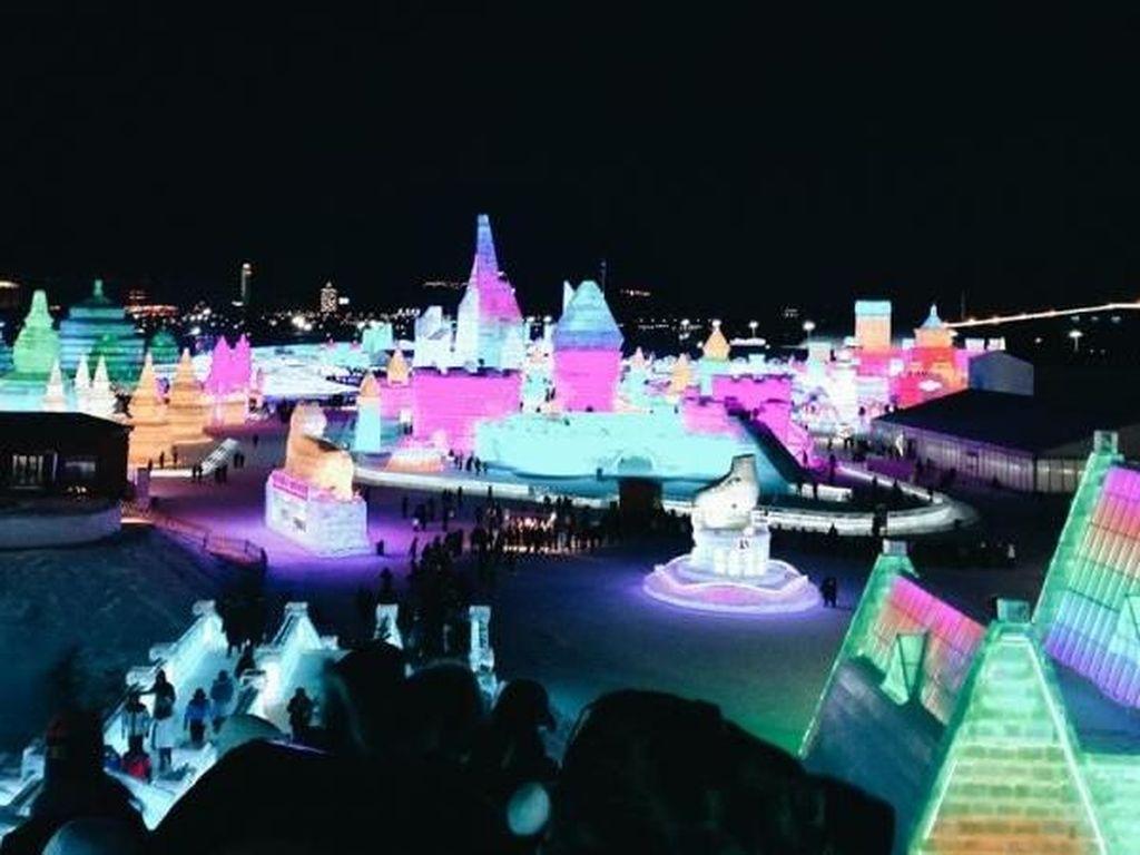 Meriahnya Festival Pahatan Es dan Salju Terbesar Dunia